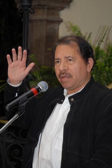 Daniel Ortega bei einer Pressekonferenz im Präsidentenpalast in Ecuador (Juni 2008)