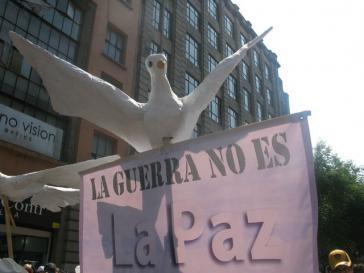 Szene bei der Friedenskarawane in Mexiko-Stadt im Mai