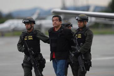 Joaquín Pérez Becerra bei der Auslieferung an die kolumbianischen Behörden im April