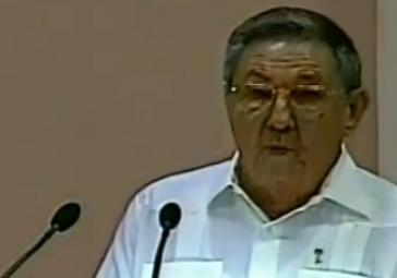 Raúl Castro vor der Nationalversammlung