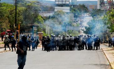 Polizeieinheiten gehen in Tegucigalpa gegen Demonstrierende vor