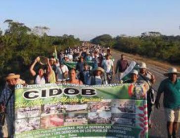 Wieder auf der Straße: Indigene aus dem Tiefland