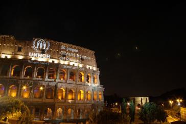 UNHCR-Projektion auf dem Kolosseum in Rom