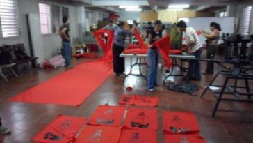 Aktivisten bereiten Material für Feier der Rückkehr Zelayas vor
