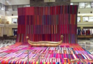 Ugalde-Kunstwerk mit indigenen Phullus-Stoffen