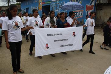 """Trauerumzug für den ermordeten Taxifahrer """"Piro"""" in La Esperanza"""