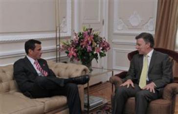 Der venezolanische Präsidentschaftskandidat Henrique Capriles Radonski und der kolumbianische Präsident Juan Manuel Santos