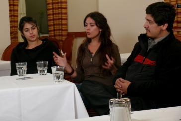 Karol Cariola, Camila Vallejo und Jorge Murúa im Gespräch mit amerika21.de