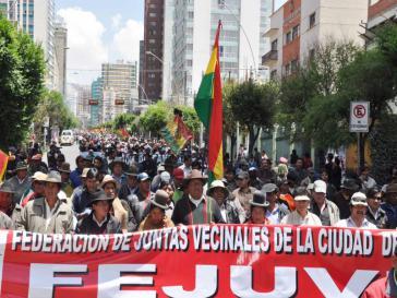 Demonstranten in El Alto fordern von den USA die Auslieferung des Ex-Präsidenten Sanchez de Lozada