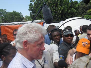 Besuch des ehemaligen US-Präsidenten Clinton auf Haiti im März 2010