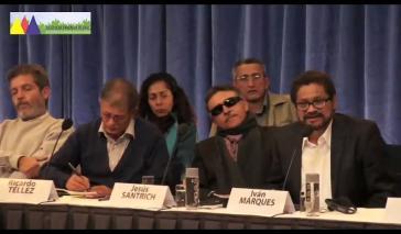 Farc-Sprecher Iván Márquez (r.) bei der Pressekonferenz in Oslo