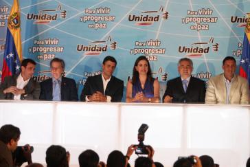 Die Anwärter der Opposition: Henrique Capriles Radonski, Diego Arria, Leopoldo López, María Corina Machado, Pablo Medina und Pablo Pérez (v.l.n.r.)