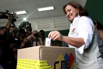 CNE-Präsidentin Tibisay Lucena bei der Wahlsimulation