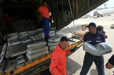 Beim Verladen der Hilfsgüter aus Venezuela