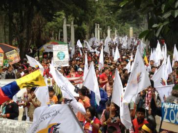 """80.000 Menschen nahmen am 23. April in Bogotá am """"Patriotischen Marsch"""" teil"""