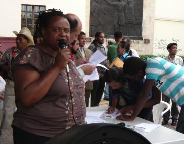 Miriam Miranda, Koordinatorin der OFRANEH, bei Protestveranstaltung vor dem Nationalkongress in Tegucigalpa