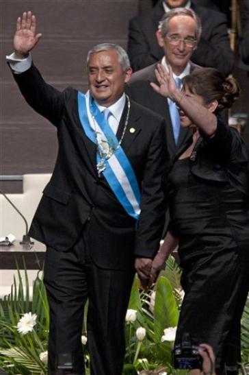 Präsident Pérez Molina und Ehefrau bei Vereidigung