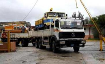 Schweres Gerät zur Beseitigung der Sturmschäden in Kuba