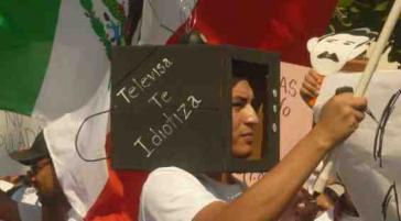 """Bei einer Demonstration der Bewegung #YoSoy132: """"Televisa verblödet dich"""""""