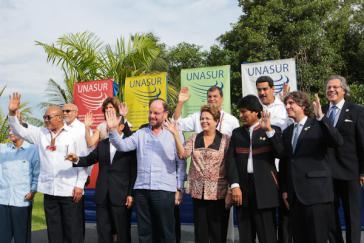 Gruppenfoto der Staats- und Regierungschefs der Unasur-Länder in Paramaribo