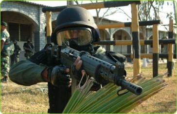 Mitglied einer Spezialeinheit in El Salvador