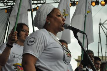 Piedad Córdoba bei der Kundgebung vom 9. April