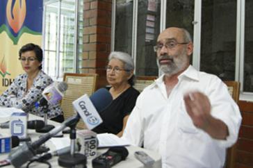 Benjamín Cuellar, Leiter des Instituts für Menschenrechte der Zentralamerikanischen Universität, bei der Pressekonferenz