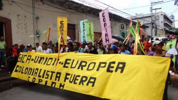 Demonstranten, hier in Honduras, warnen vor der erneuten Kolonialisierung Mittelamerikas