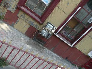 """Streetart in Valparaíso, Chile: """"Schalte deinen Fernseher aus und lebe dein Leben"""""""