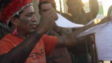 """""""Wir gehen hier nicht weg!"""" Indigene zerreißen Räumungsbefehl"""