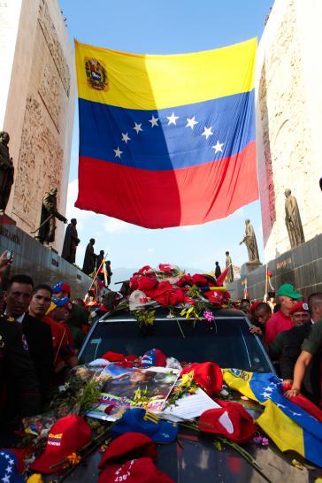 Vor der Aufbahrung in Caracas