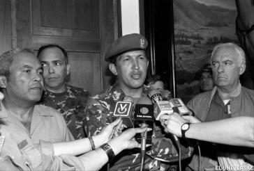 """Hugo Chávez übernimmt am 4. Februar 1992 die Verantwortung dafür, dass die Ziele der Militärrebellion nicht erreicht wurden – """"Por ahora"""" (vorerst)"""
