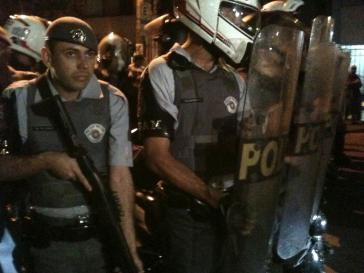Mit Tränengasgeschossen gegen Demonstranten