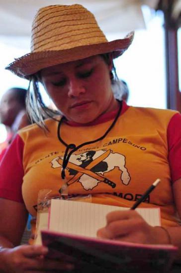 Kommunardin von der Bauernorganisation Frente Campesino Ezequiel Zamora