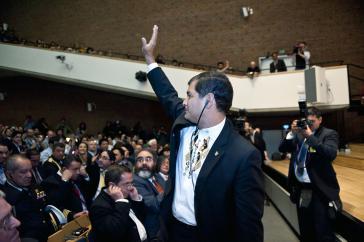Der Präsident wurde mit anhaltendem Applaus empfangen