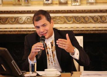 Ecuadors Präsident Rafael Correa bei der Pressekonferenz in Paris
