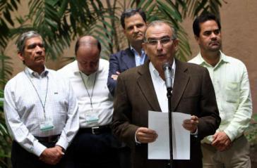 ... und Delegierte der kolumbianischen Regierung