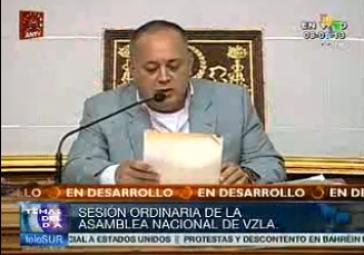 Der Präsident der Nationalversammlung, Diosdado Caballo, verliest den Antrag Maduros