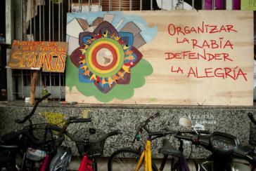 """Plakate zum Protest. """"Die Wut organisieren, die Freude verteidigen"""""""