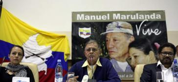 FARC-Sprecher Ricardo Tellez (Mitte)