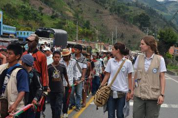 pbi-Freiwillige beobachten eine Demonstration in Kolumbien
