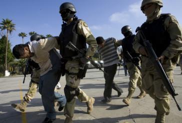 Mexikanische Spezialkräfte bei einer Festnahme