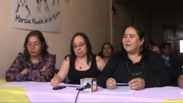 Menschenrechtsaktivistinnen bei einer Pressekonferenz zu den ermordeten Kindern