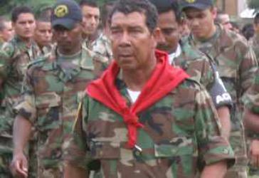 """Der Chef der paramilitärischen """"Selbstverteidigungsgruppen der Bauern von Magdalena Medio"""" (Acmm), José Ramón Isaza"""