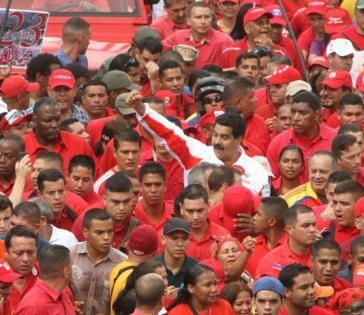 Befürchten Attentate: Vizepräsident Nicolas Maduro und Parlamentspräsident Diosdado Cabello auf der Kungebung im Armenviertel 23 de Enero in Caracas