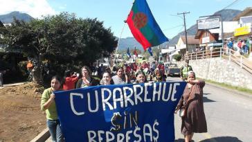 Bürger der Kommune Curarrehue protestieren gegen Wasserkraft-, Bergbau- und Fischzuchtprojekte