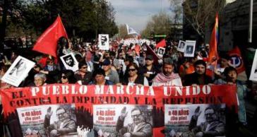 """""""Das Volk marschiert vereint gegen die Straflosigkeit und die Repression"""""""