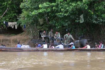 Militärcheckpoint am Atrado-Fluss im Nordosten Kolumbiens