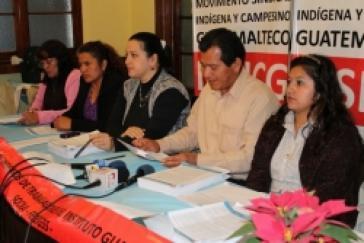 Vertreter der MSICG auf einer Pressekonferenz zur Politik des Instituts für Sozialversicherungen