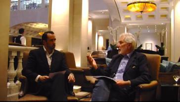 Amerika21.de-Redakteur Harald Neuber im Interview mit Samuel Santos